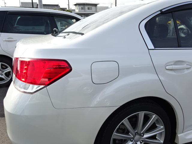 運転席側リヤクウォーター画像です。斜めから撮ることで凹みなど確認しやすくなります。