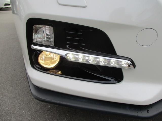 フロントフォグランプ 雨の日や夜道でも安心していただけます。LEDアクセサリーライナー 対向車に自分の車の存在を促します!