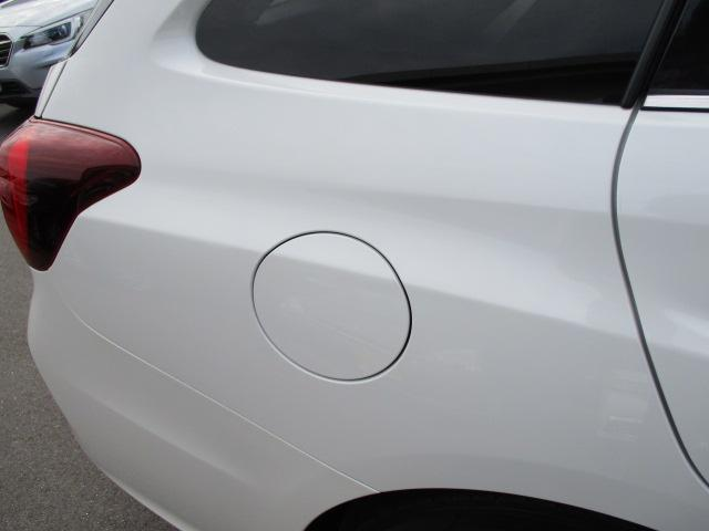 右リヤクォーターパネル 給油口はコチラです! 斜めから撮ることで凹みなど確認しやすくなります。
