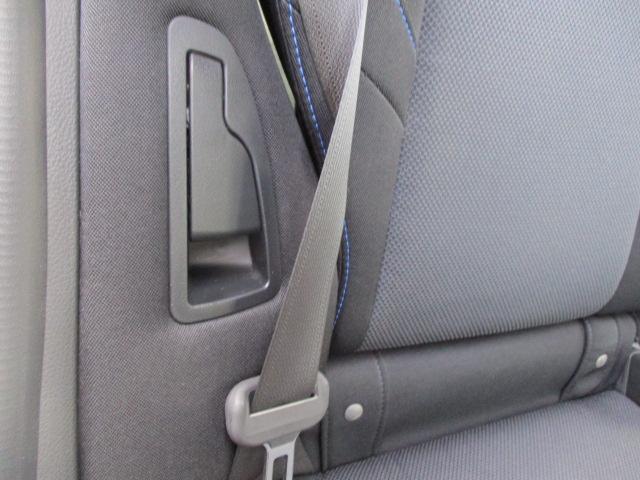 リヤシートリクライニング機能付き 後席でもくつろいでお乗りいただけます。