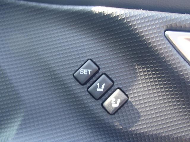 運転席シートメモリー機能付き