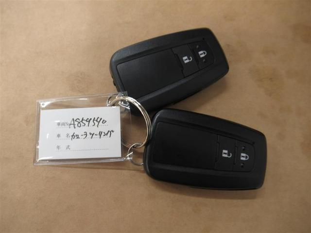 スマートキー(スマートキーをバッグやポケットに携帯していれば、キーを取り出すことなく、ドアの開錠・施錠ができます。エンジンの始動もブレーキを踏みながらエンジンスタートスイッチを押すだけです)