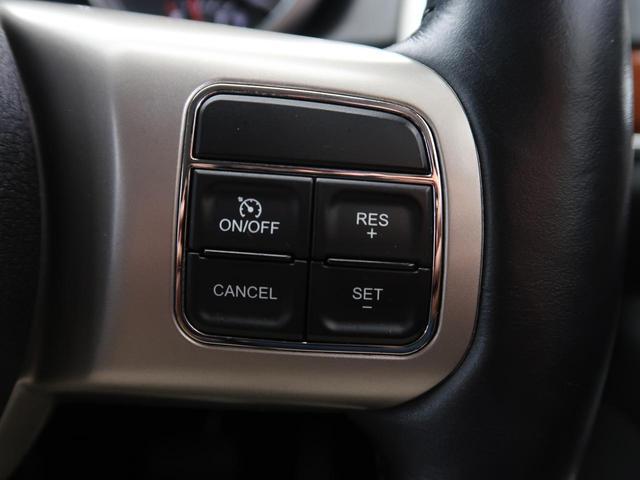 クルーズコントロールも装備しておりますので長距離の移動でも負担を軽減してくれます。付いている車に乗りなれるとなかなか手放せない装備のひとつですね。