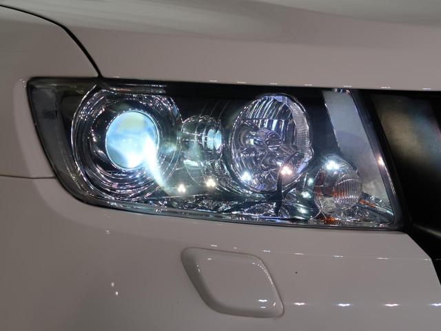 HIDヘッドライトで夜間の明るい視界を確保します。ハロゲンヘッドライトよりも明るく照らしてくれます。