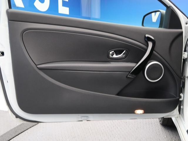 ルノー スポール 6速ミッション車 RECARO製シート 革巻きステアリング クルーズコントロール デュアルオートエアコン クリアランスソナー オートライト 純正18インチアルミ キーレス 禁煙車(21枚目)