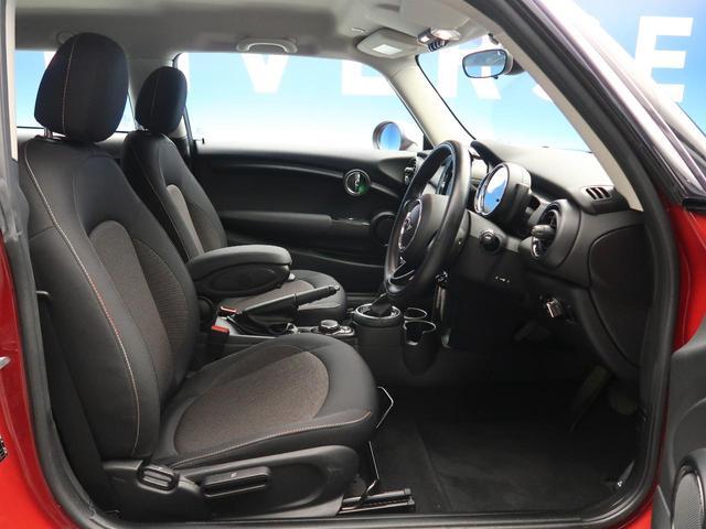 クーパー ミントパッケージ ナビゲーションパッケージ Bluetooth LEDヘッドライト オートライト アイドリングストップ デュアルオートエアコン 純正15インチアルミホイール ETC 禁煙車(11枚目)
