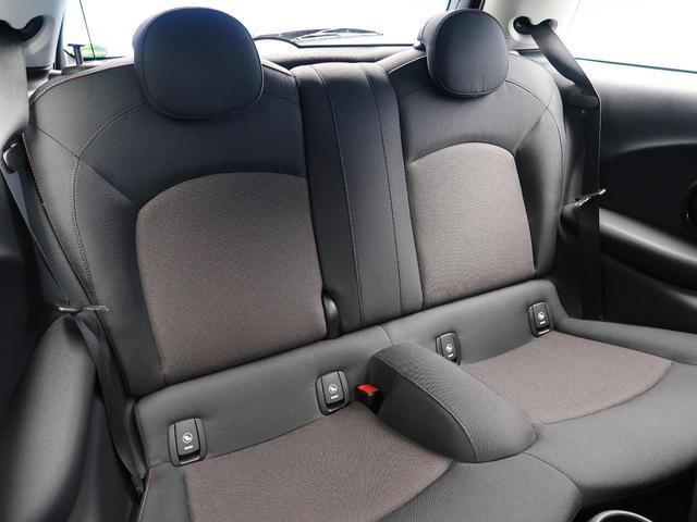 クーパー ミントパッケージ ナビゲーションパッケージ Bluetooth LEDヘッドライト オートライト アイドリングストップ デュアルオートエアコン 純正15インチアルミホイール ETC 禁煙車(12枚目)