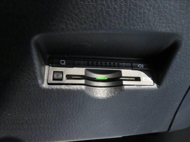 S SDナビ フルセグTV バックカメラ トヨタセーフティセンス ETC LEDヘッドライト レーダークルーズコントロール 電子サイドブレーキ ウインカー内蔵ミラー スマートキー(6枚目)