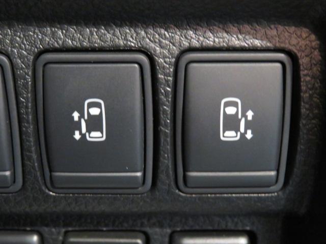両側電動スライドドア。