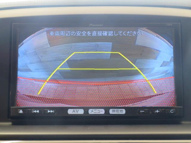 【カラーバックモニター】搭載しています。リアの映像がカラーで映し出されますので日々の駐車も安心安全です。
