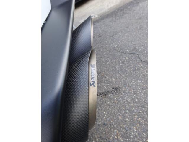 580-2 正規ディーラー車 左ハンドル 純正フロントリフティングブラックレザーインテリア グリーンステッチ 純正ナビ バックカメラシートヒーター アクラポビッチエキゾースト 取保スペアキー有(24枚目)