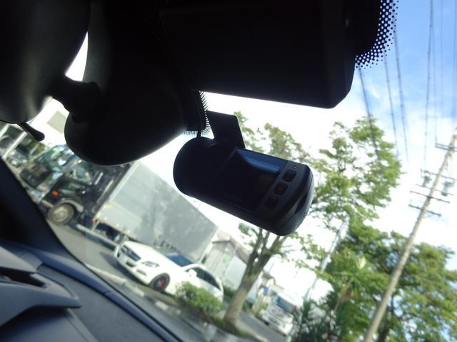 580-2 正規ディーラー車 左ハンドル 純正フロントリフティングブラックレザーインテリア グリーンステッチ 純正ナビ バックカメラシートヒーター アクラポビッチエキゾースト 取保スペアキー有(47枚目)