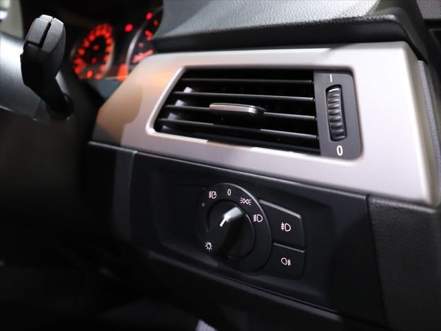 320i RAYS20インチアルミホイール/ダウンサス RS-R/レザーシート/純正オーディオ/CD再生/AUX端子 スマホ接続可能/社外ポータブルナビyupiteru MOGGY/テレビ ワンセグ/(13枚目)