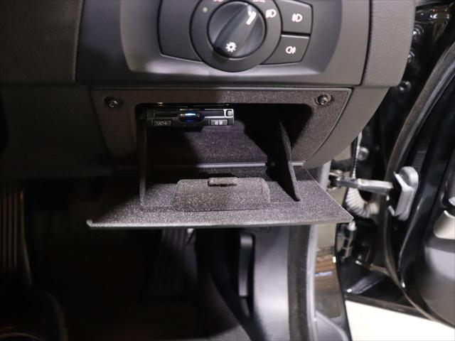 320i RAYS20インチアルミホイール/ダウンサス RS-R/レザーシート/純正オーディオ/CD再生/AUX端子 スマホ接続可能/社外ポータブルナビyupiteru MOGGY/テレビ ワンセグ/(15枚目)