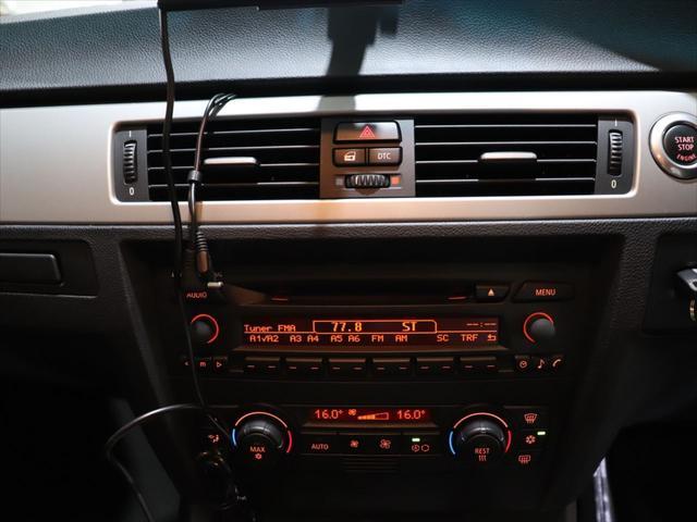 320i RAYS20インチアルミホイール/ダウンサス RS-R/レザーシート/純正オーディオ/CD再生/AUX端子 スマホ接続可能/社外ポータブルナビyupiteru MOGGY/テレビ ワンセグ/(20枚目)