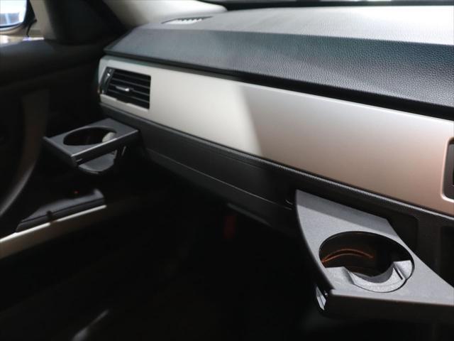 320i RAYS20インチアルミホイール/ダウンサス RS-R/レザーシート/純正オーディオ/CD再生/AUX端子 スマホ接続可能/社外ポータブルナビyupiteru MOGGY/テレビ ワンセグ/(39枚目)
