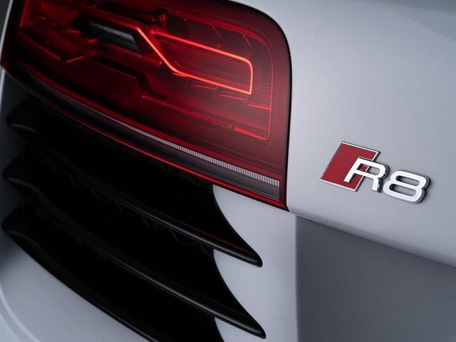 4.2FSIクワトロ V8 左HカーボンPKGパワークラフト(8枚目)