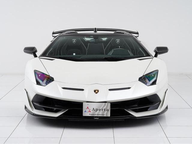 ランボルギーニのワンオフモデル「イオタ」に由来する「J」を車名に持つ「アヴェンタドールSVJ」。
