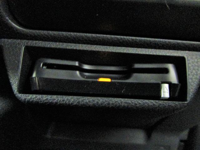 プレミアム 純正メモリーナビ フルセグTV CD&DVD再生 ブルートゥース F&S&Bカメラ ETC車載器 黒革シート 電動サンルーフ ステアリングヒーター パワーテールゲート LED ドラレコ スマートキー(5枚目)