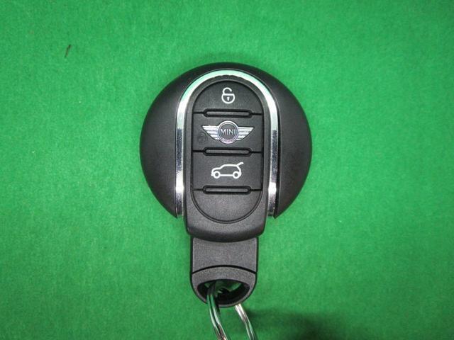 クーパー クラブマン 純正HDDナビ USB ブルートゥース バックカメラ ETC車載器 オートライト クルーズコントロール ドライブレコーダー 純正17インチアルミホイール スマートキー(4枚目)