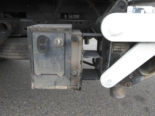 ロング平ボディ・パワーゲート・2トン積・排出ガス浄化装置(12枚目)