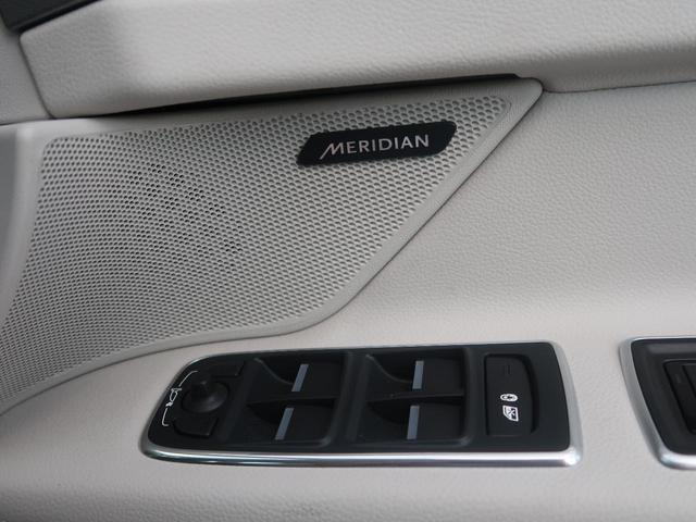 MERIDIANのサウンドシステム。緻密な計算により設置されたスピーカーが澄み切った高音から深みのある低音まで豊かなサウンドをもたらします。