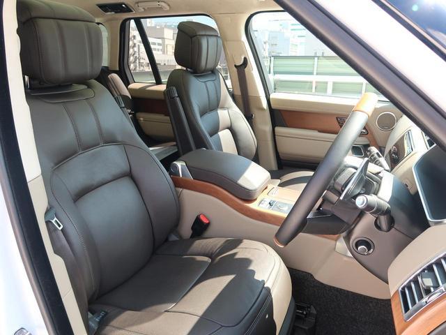 落ち着いた色合いのエスプレッソカラー本革シートは、座り心地を考慮し長時間のドライブでも快適に過ごせる設計となっております。レザーの状態をキレイに保つ『インテリアレザーガード』の施工をおすすめします。