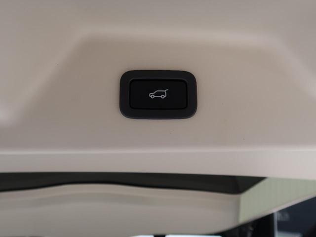 ボタン1つで自動開閉するパワーテールゲート搭載!ドアを上げ下げすることなく楽々開閉。開ききった状態の高さも任意の位置で設定できるので、普段お使いの車庫などでもぶつける心配はありません♪