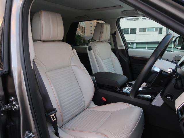 インテリアはアイボリーを基調としたシックなデザイン。使用感の出やすいドライバーシートも写真の通りとても綺麗な状態です。「禁煙車」として使用されていた車輌ですので安心してご検討いただけます。