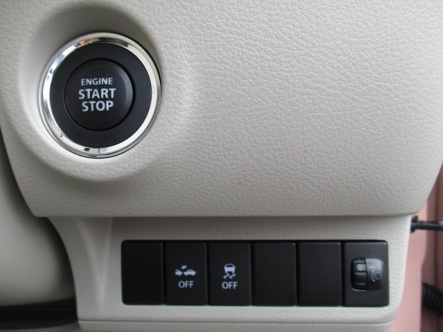 その下に、エンジンスタートボタンや各スイッチ類があります。
