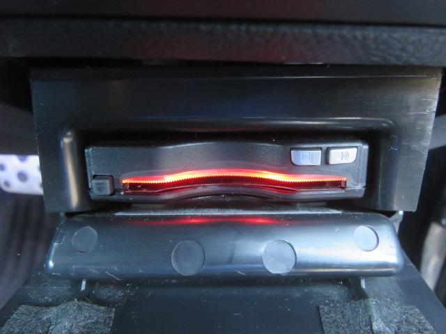 リミテッド 4WD 黒革 8型ナビTV サンルーフ LED(8枚目)