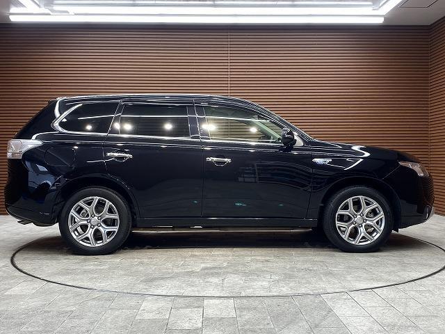 「三菱」「アウトランダーPHEV」「SUV・クロカン」「愛知県」の中古車17