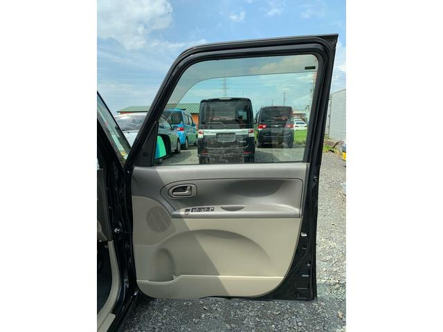 運転席ドアの内張りもキレイです♪