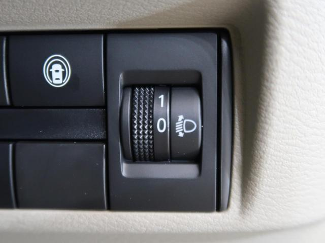 ヘッドライトの光軸を調整できます。