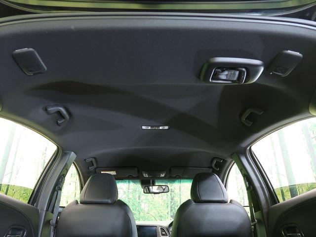 綺麗な天井パネル。快適な車内空間でロングドライブもたのしめますね。