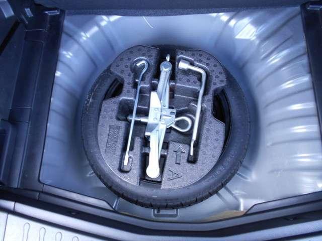 万が一のパンク時にも安心の応急用タイヤ装備