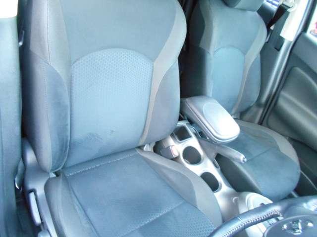快適に運転できるドライブポジション!運転席シートリフターとシートスライドで、無理のない運転姿勢がとれます