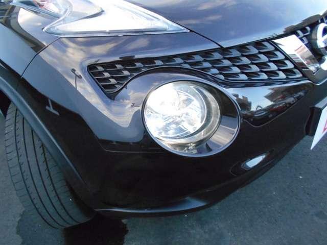 キセノンヘッドライトは、遠くまで明るく照らし夜間の安全運転をサポートします。