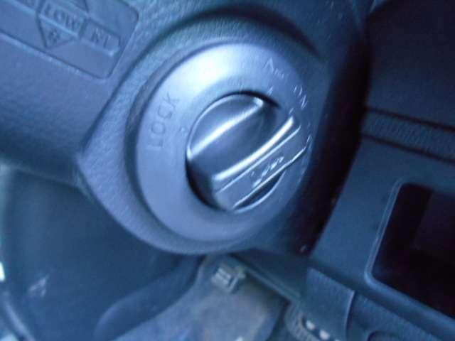 キーを差し込まなくても、ノブをまわすだけでエンジンが掛けられるインテリジェントキーシステム