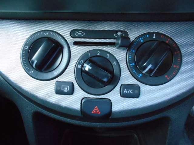 ダイヤル式のマニュアルエアコンは、直感的に操作できます。