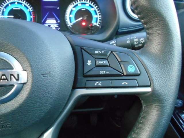 『プロパイロット』は、高速道路での「渋滞走行」と「長時間の巡航走行」時に、ドライバーに代わってアクセル、ブレーキ、ステアリング操作をアシスト(安全運転を行う責任はドライバーにあります)