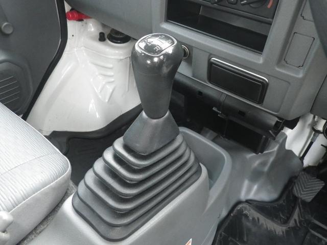燃費も伸びるマニュアル車。