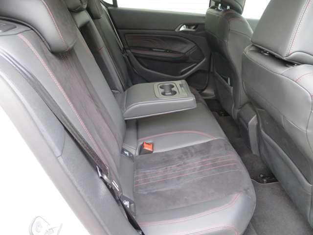 GT ブルーHDi ディーゼルターボ カープレイ対応ディスプレイ バックカメラ ETC Bluetooth LEDヘッドライト スマートキー アイドリングストップ 禁煙車(14枚目)