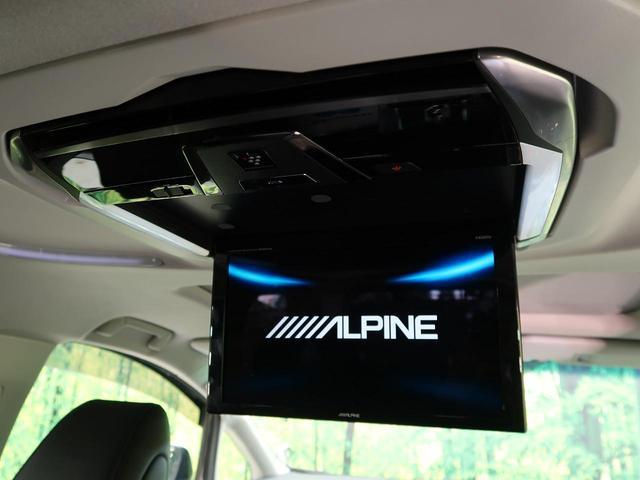 天井には、【アルパイン12型フリップダウンモニター】も装備されております♪お子様など、ロングドライブでも退屈せず楽しくお過ごしいただけます。