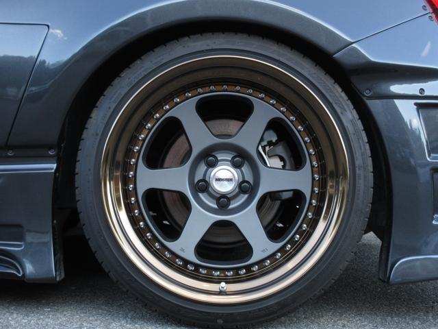 フロント9.5J、リア10.5Jでオーバーフェンダー仕様のツライチセッティングです!!タイヤはファルケン国産タイヤです!!