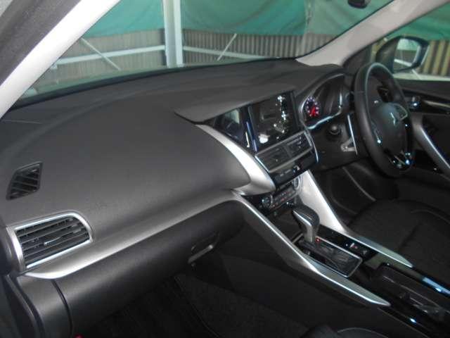 SRSデュアル&サイド+カーテンエアバック(運転席+助手席)/ニーエアバック(運転席)/EBD機能付ABS/ASC(横滑り防止&トラクションコントロール)