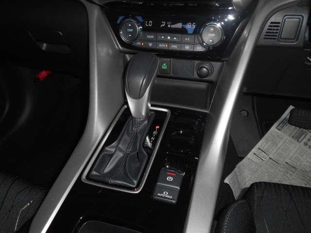 電動パーキングブレーキ(ブレーキオートホールド)/スポーツモード(パドルシフト付き)8速CVT