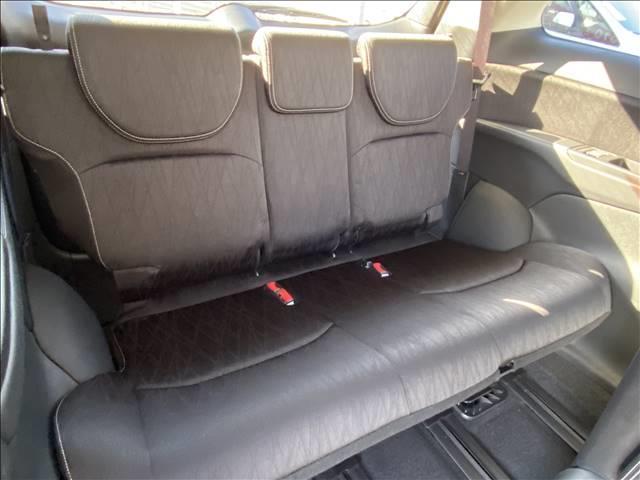 内装クリーニングは納得できるまで!納車時には感動していただけるような仕上げを保証します!