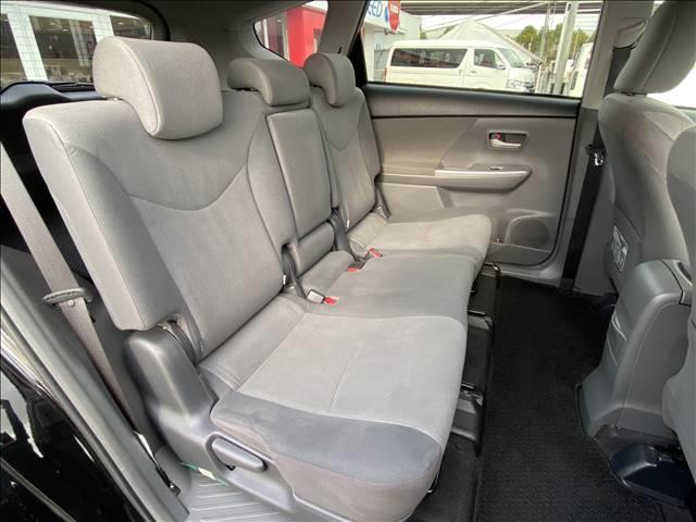 セカンドシートも広々と快適に!チャイルドシートの装着などはスタッフにお気軽にお問い合わせください!