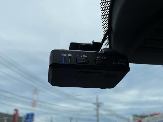 【ETC】を装備。土日の利用料金の割引や、朝夕の通行料金を割引料金で高速道路をお楽しみいただけます。